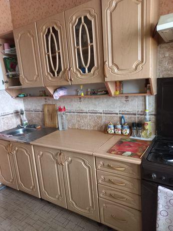 Кухонный гарнитур. Раздельный, в отличном состоянии.