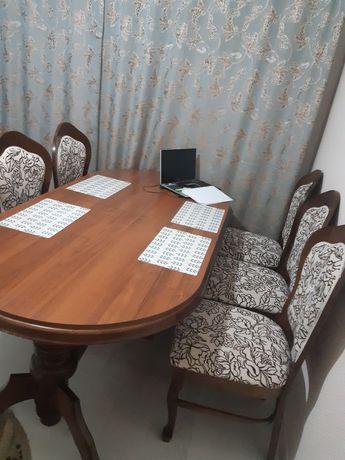 Стол и шесть стульев