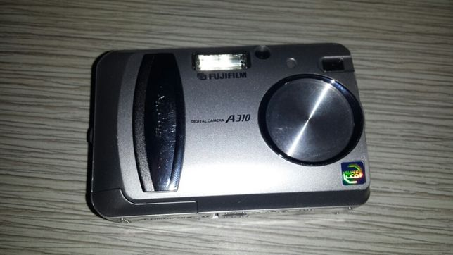 Vand sau schimb aparat foto fujifilm a310 defect
