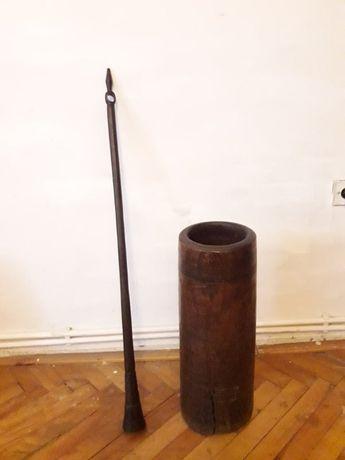 Puitina pentru unt cu pistil din fier masiv