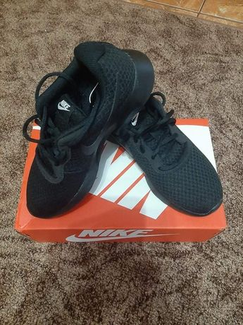 Vând pantofi sport Nike