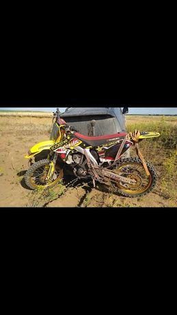Продам кроссовый мотоцикл Сузуки 250