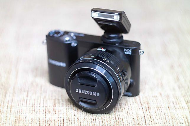 Фотоаппарат Samsung NX2000 с объективом 20-50 мм f/3.5 - 5.6ED