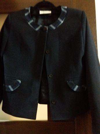 Продаю школный форма девочку 10лет,пиджак с юбки,цвет синий