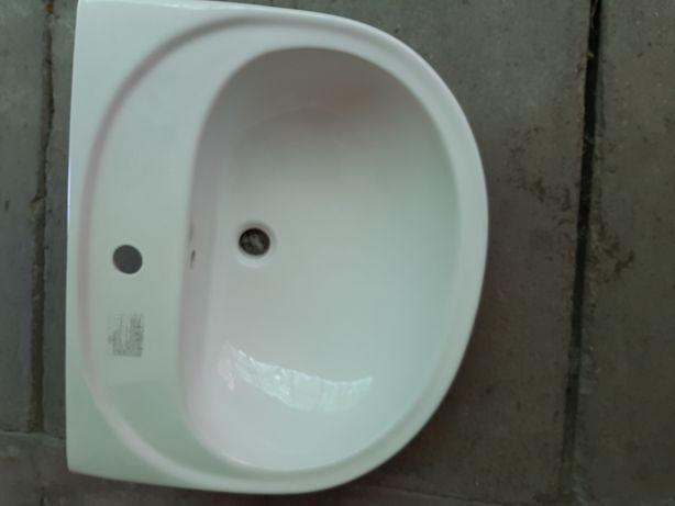 Vand 2 lavoare fara spatar din portelan sanitar glazurat, calitatea I.