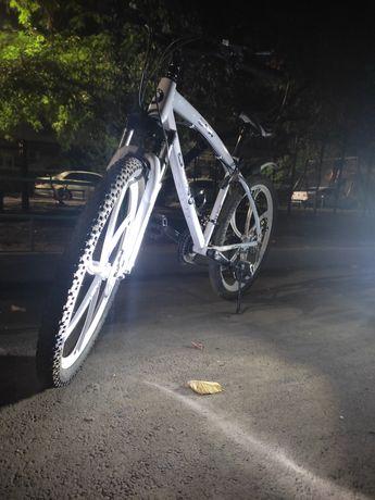 Продам велосипед почти новый ездил 1'5 месяца
