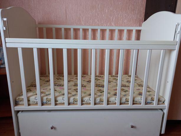 Продам детскую кровать почти новая в хорошем состоянии использовалась
