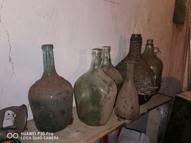 Vând sticle vechi de damigeană