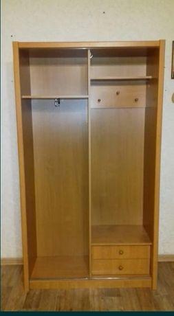 Шкаф платяной с зеркальной  дверцей