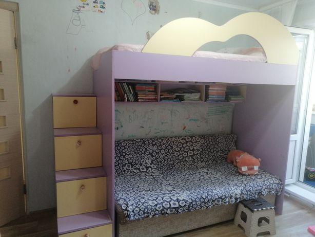 Двухярусная кровать б/у для девочек