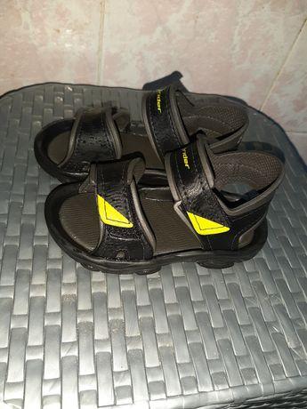 Vand sandale nr.23 în stare bună .