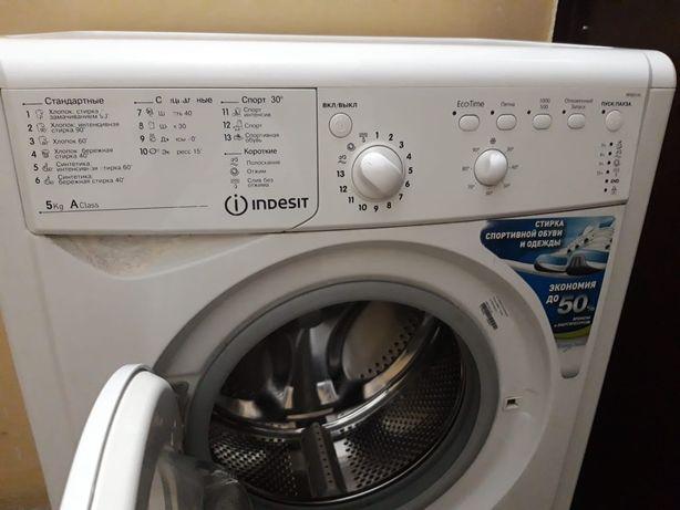 Продам стиральную машинку Indesit.
