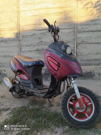 Скутер.          .