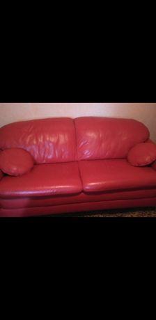 Vând set canapea+fotolii. Nu este extensibilă. Piele naturală!