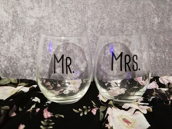 Чаши с надпис Mr. и Mrs.