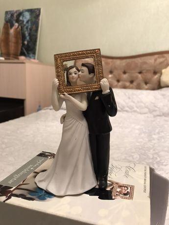 Необычная фигурка на свадебный торт