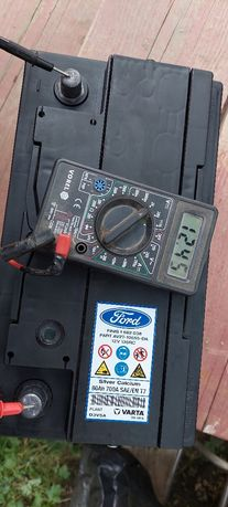 Vând baterie auto Varta pentru Ford
