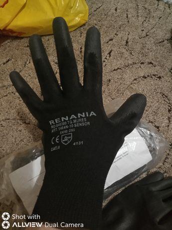 Se vând mănuși noi.