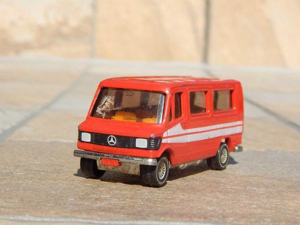 Macheta microbuz Mercedes 208 Siku Germania de Vest sc 1:60