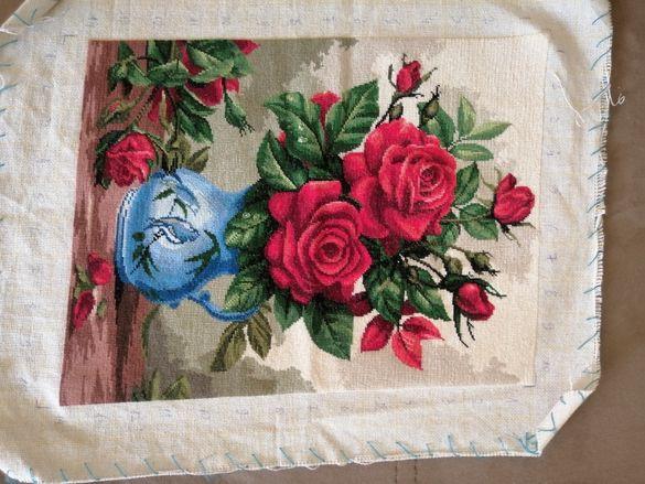 """Гоблен""""Ваза с червени рози"""""""
