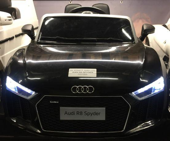 Masinuta electrica pentru copii Audi R8 Spyder cu Scaun tapitat #negru
