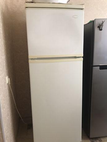 Холодильник сатылады 40 мын келисип береди
