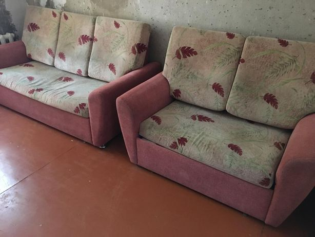 Продаются 2 дивана и кресло