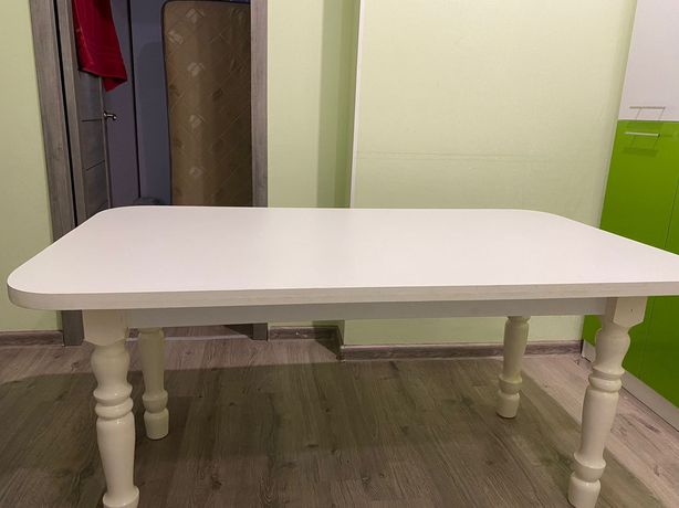 Продам Стол для кухни или гостиной