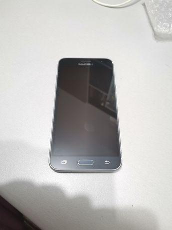 Vând Samsung galaxy j3 (piese)