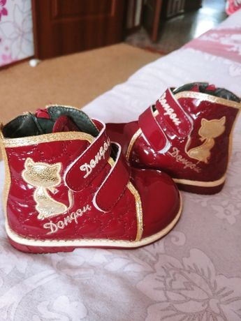 Продаю демисезонные ботиночки для девочки