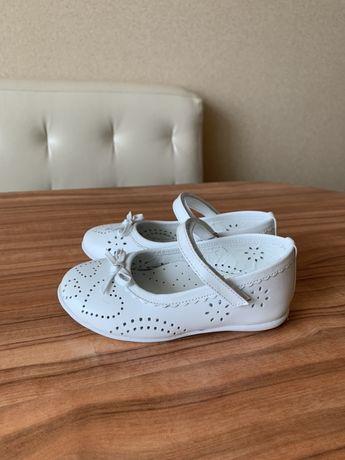 Детские туфли 24 размер, кожаные, легкие, состояние новых