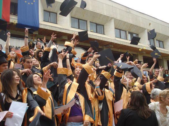 Шапки И Шалове За Дипломиране На Деца, Ученици И Студенти