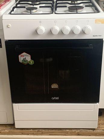 Газовая плита и холодильник