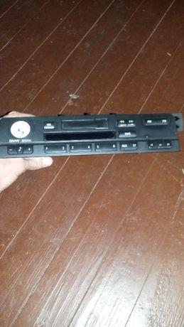 Продавам радио за bmw e46