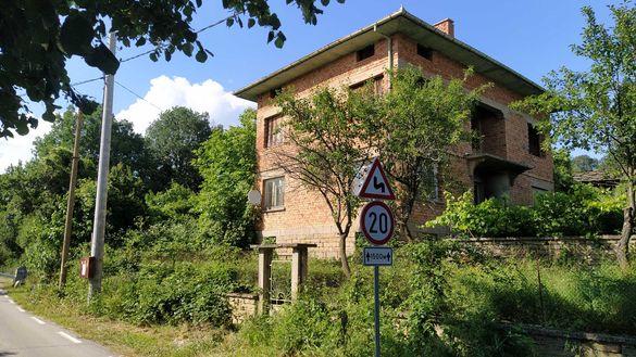 Продажба на къщи с двор в село Глушка