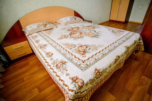 Квартира с мощною кроватью