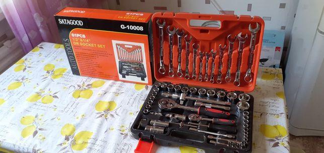 Продам новый набор ключей 61 штука . Для водителей . Фирменный