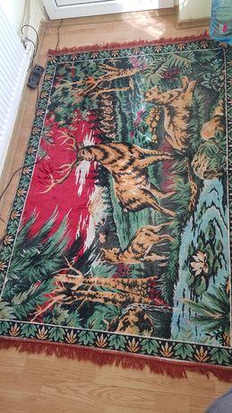 Carpete vechi si macaturi pat