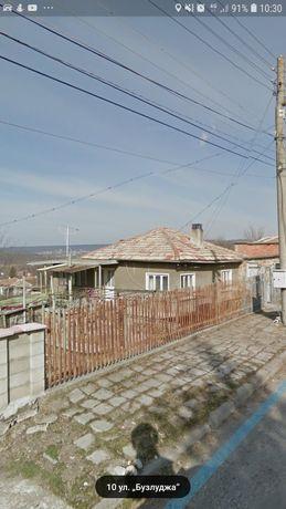 Стара къща с дворно място