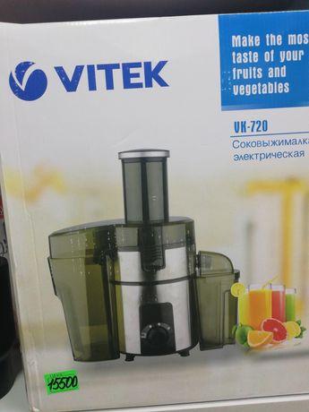 Соковыжималка Vitek UK 720.