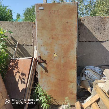 Продам шкаф металлический для садового инструмента
