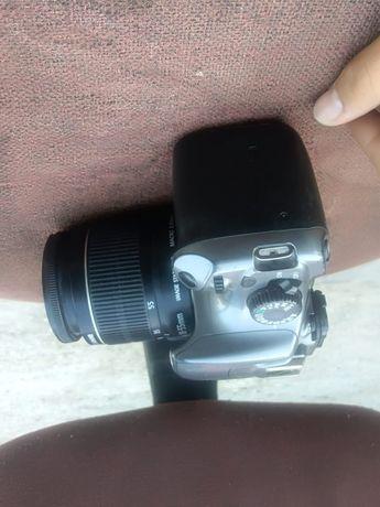 Canon 1100D EFS 18-55 MM