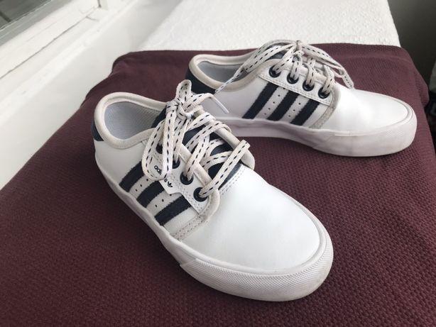 Продам белые кросовки adidas
