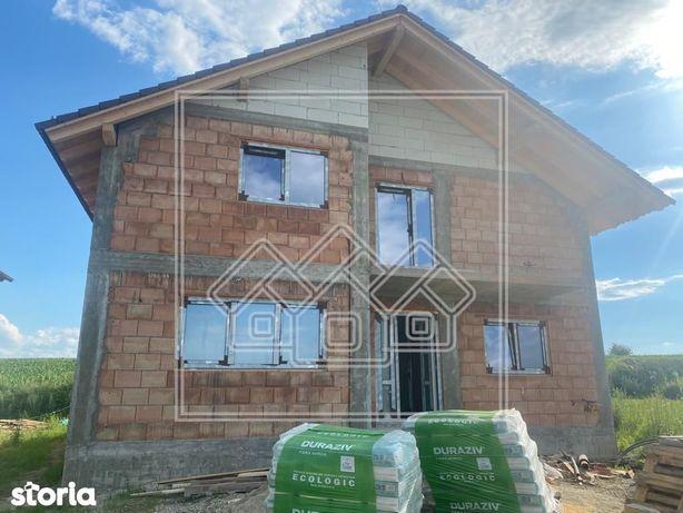 Casa in Sura Mica - 140 mp utili - 4 camere - predare la alb
