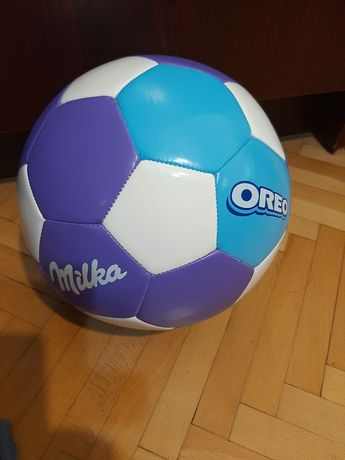 Футболна топка  .