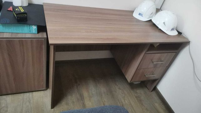 Распродажа офисной мебели, столы.