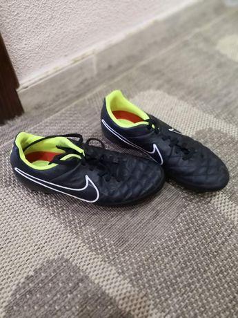 Футболни обувки, бутонки Найк