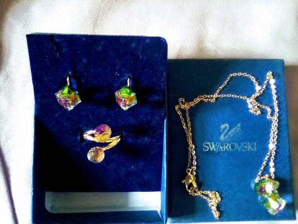 Бижутерия. Комплект Свровские бриллианты.