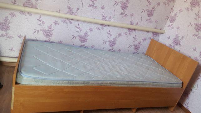 Кровать односпальная  с матрасом  б/у