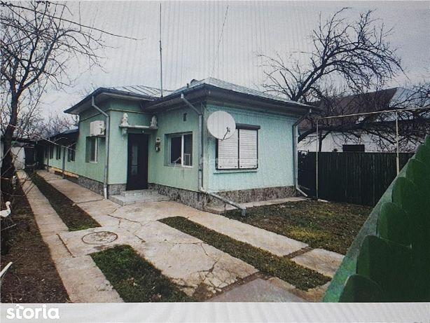 Casa + curte de inchiriat  cu toate utilitatile